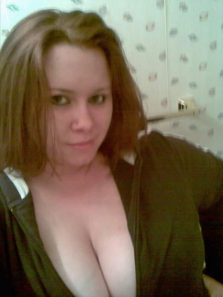 Estelle femme avec d'énormes seins cherche un plan baise