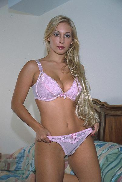 Amelie belle blonde cochonne cherche un plan baise